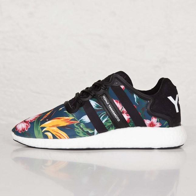 adidas blanche avec fleur